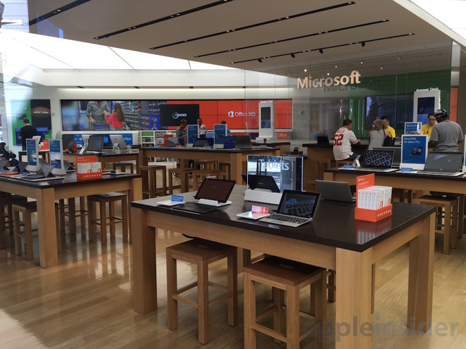 Microsoft's retail store chain flounders in stark contrast to busy Apple Stores